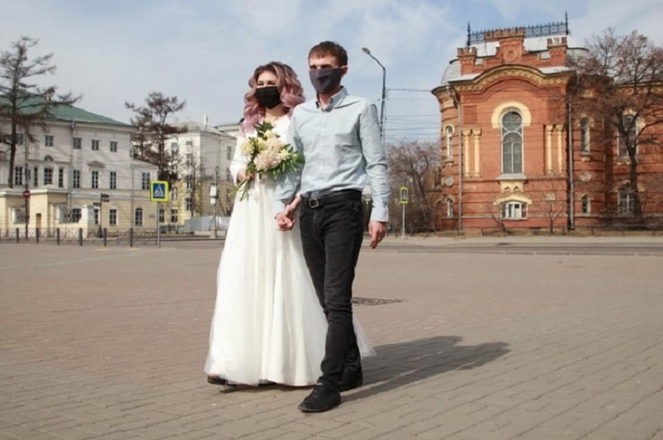 Стало известно, где в России чаще женятся и разводятся