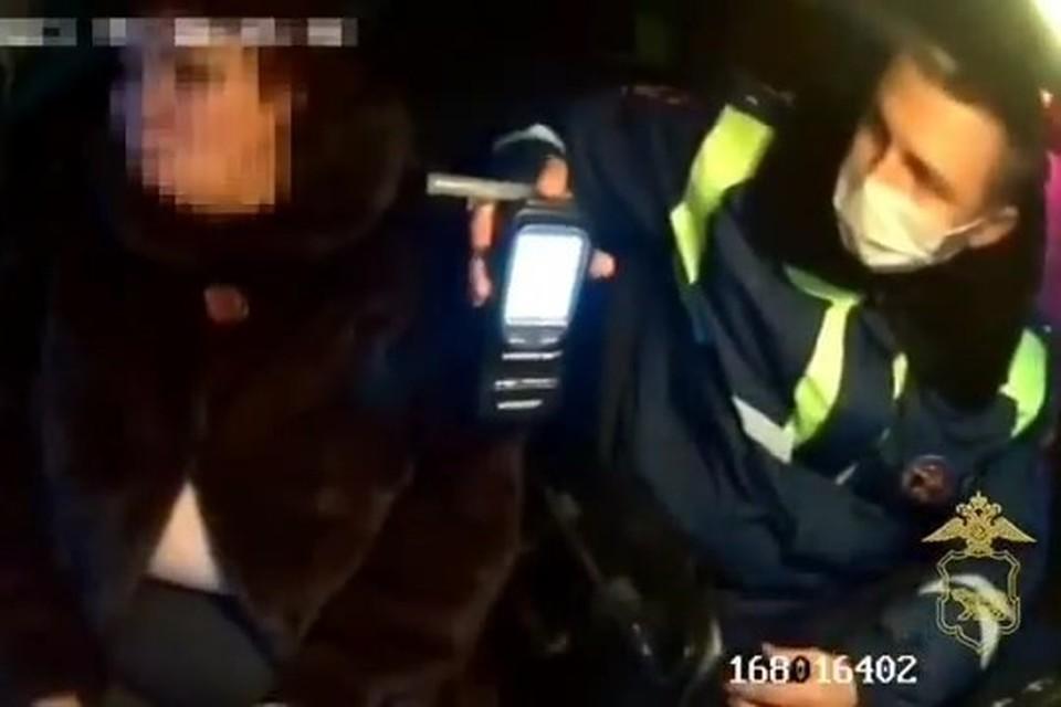 От медицинского освидетельствования задержанная автолюбительница из Артема отказалась. Скриншот видео: пресс-служба ОМВД России по городу Артему