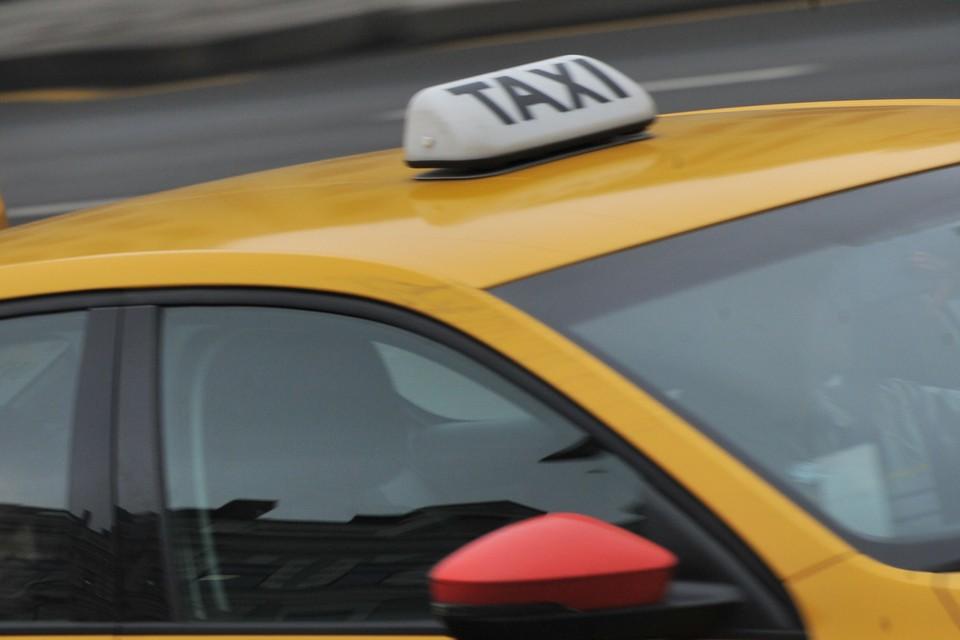 В Брянске из-за снегопада выросли цены на такси.