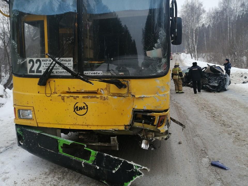 ДТП произошло на Воткинском шоссе. Фото: 1-й отедл УГИБДД МВД по Удмуртии