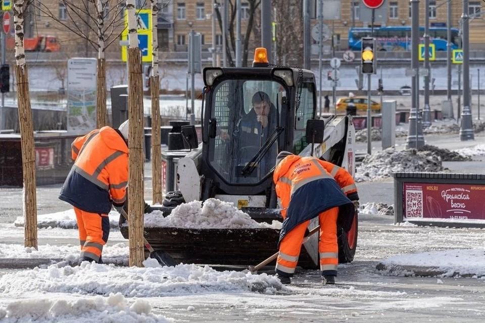 Снегоуборочная техника будет работать днем и ночью.