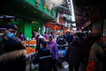 Рынок в Ухане не был родиной коронавируса: пять главных выводов экспертов ВОЗ после инспекции в Китае
