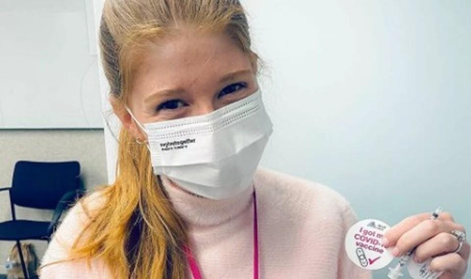 Дочь Билла Гейтса пошутила о «чипировании» после прививки от коронавируса