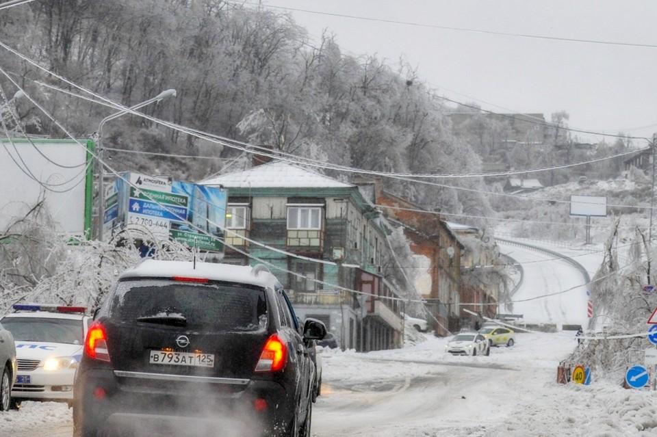 Закрыто движение на крутом участке улицы Капитана Шефнера во Владивостоке