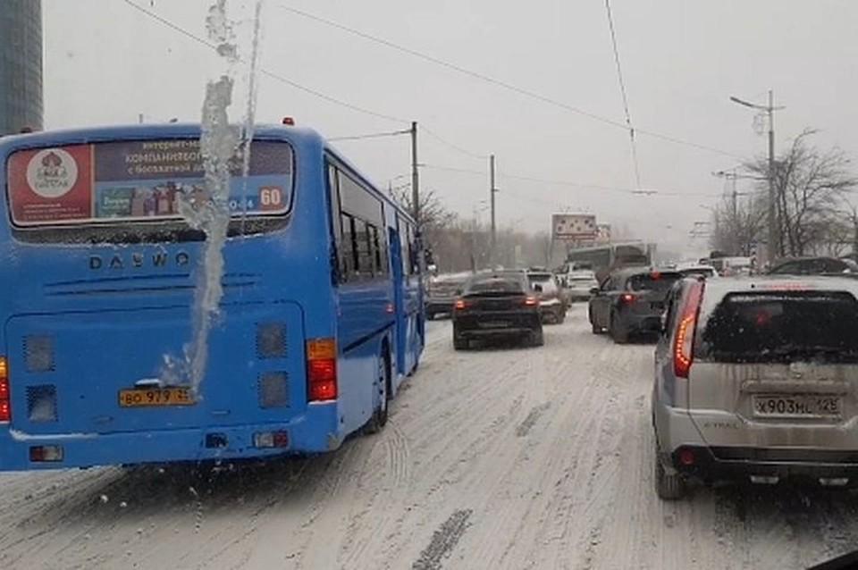 Непогода внесла свои коррективы в городской трафик