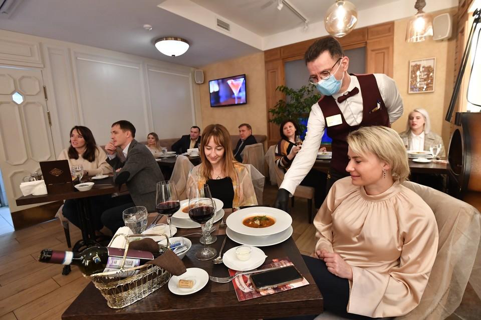 Нижегородским ресторанам и кафе разрешили работать до трех часов ночи.