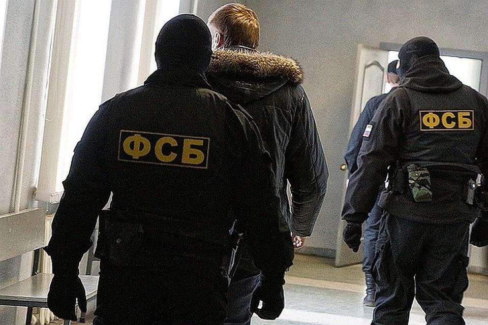 """В отношении подозреваемых были возбуждены уголовные дела по статье """"Содействие в террористической деятельности""""."""