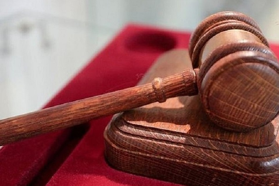 Осужденного также обязали выплатит пострадавшему полицейскому 200 тысяч рублей компенсации морального вреда.