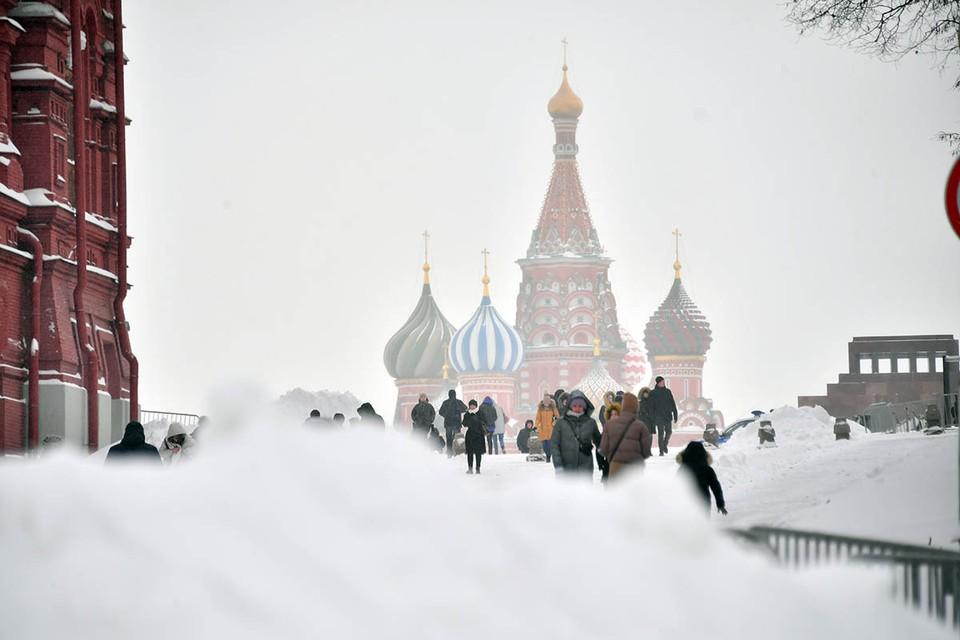 Сначала Москву завалило снегом, а теперь в столицу нагрянул Генерал Мороз. Что происходит с погодой?