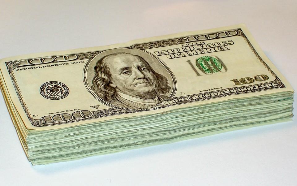Американская валюта продолжает колебаться в районе 417 тенге