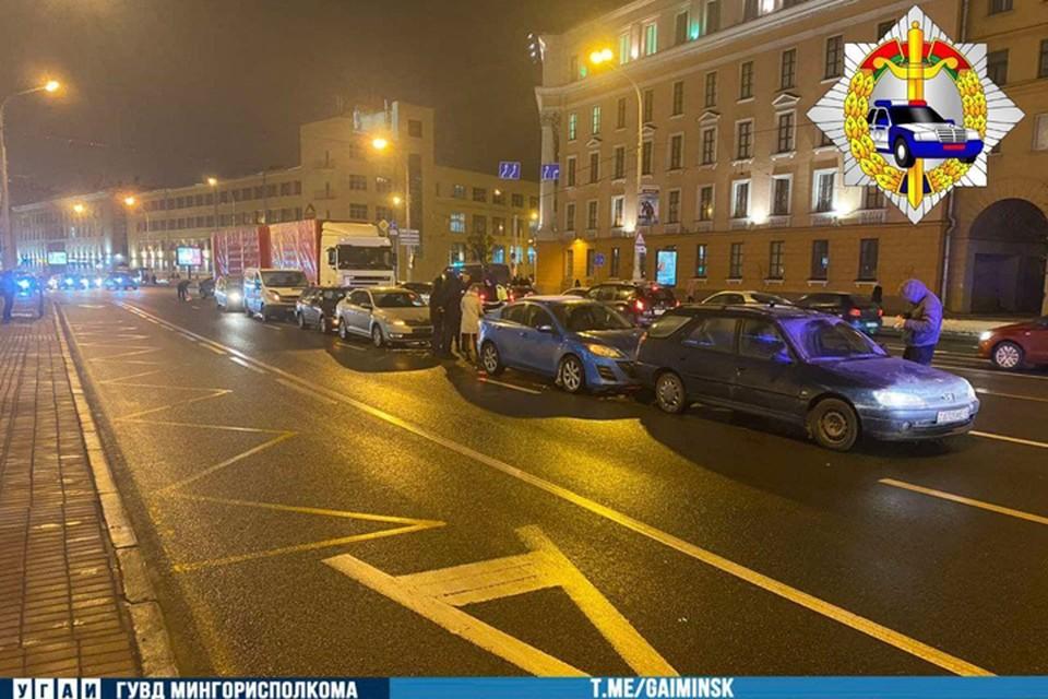 «Паровозик» из пяти машин: на проспекте Независимости – массовое ДТП. Фото: УГАИ ГУВД Мингорисполкома.