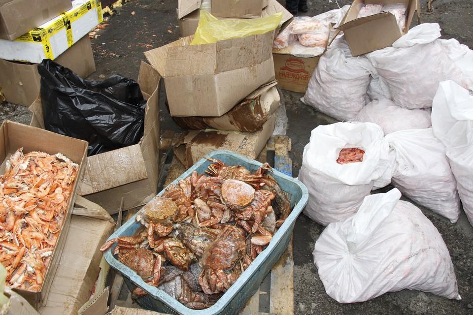 Незаконно добытые морепродукты изымаются у торговцев и перевозчиков. Фото: пресс-группа Пограничного управления ФСБ России по Приморскому краю