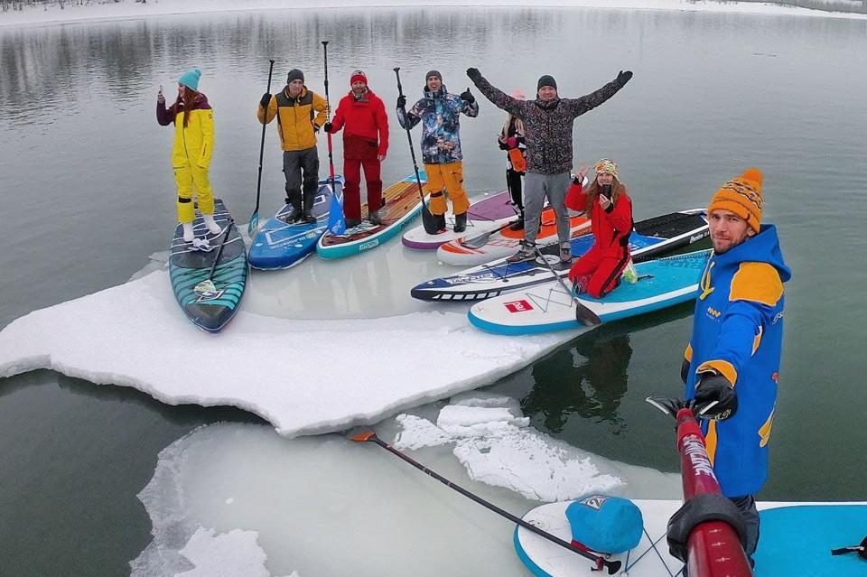 Сап-серферы уже не первый раз угоняют льдину. Фото: Евгений Попов