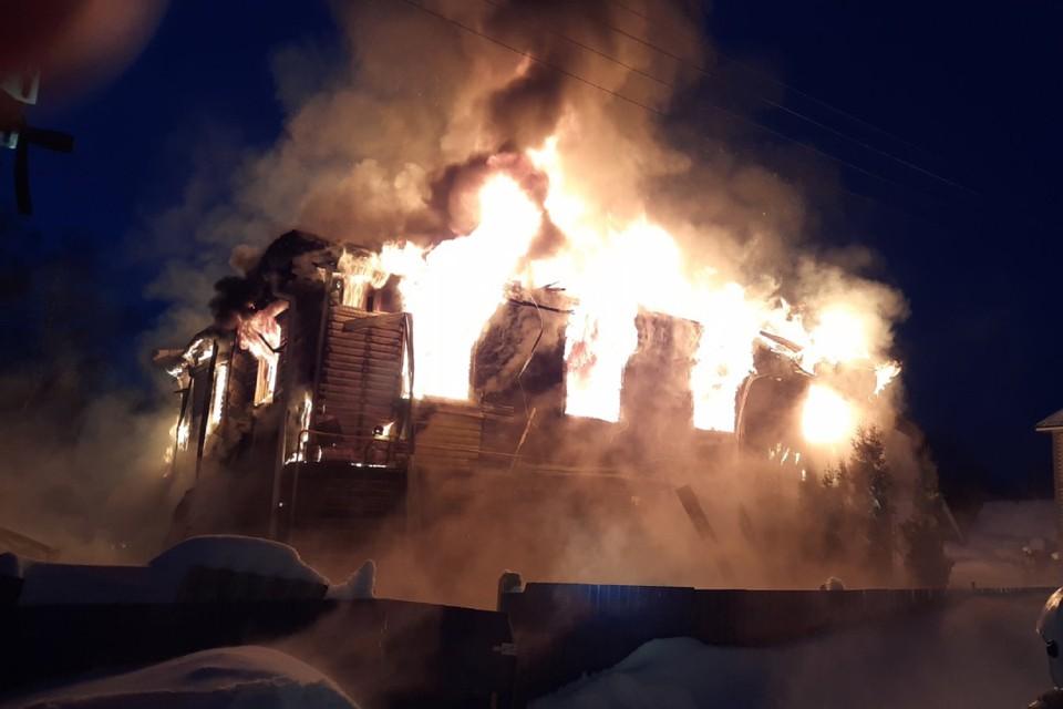 Спасателям удалось потушить огонь и не допустить его распространения. Фото: ОНДПР по городу Кирову