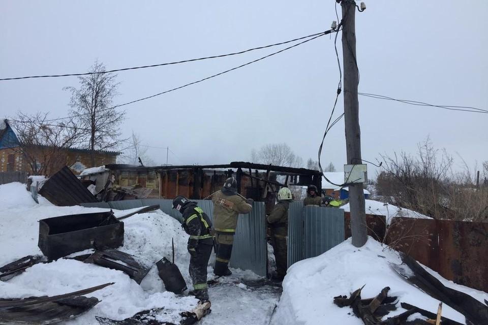В огне погибли трое человек, сейчас идет расследование. Фото: СУ СК по НСО