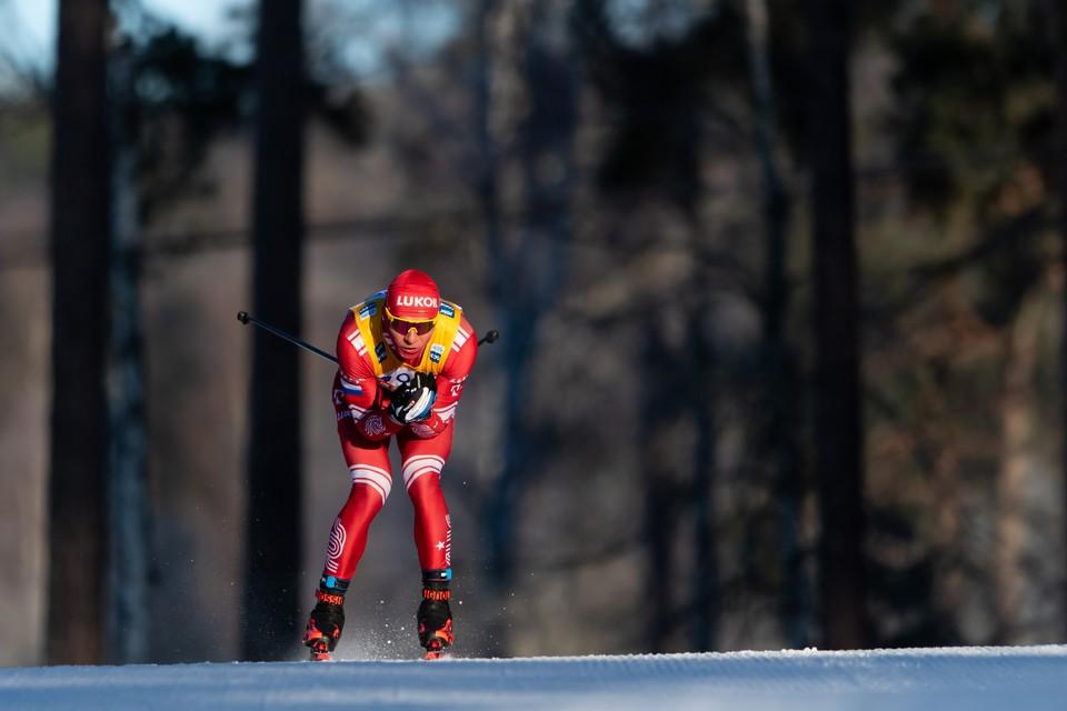 Российский лыжник во время этапа Кубка мира по лыжным гонкам.