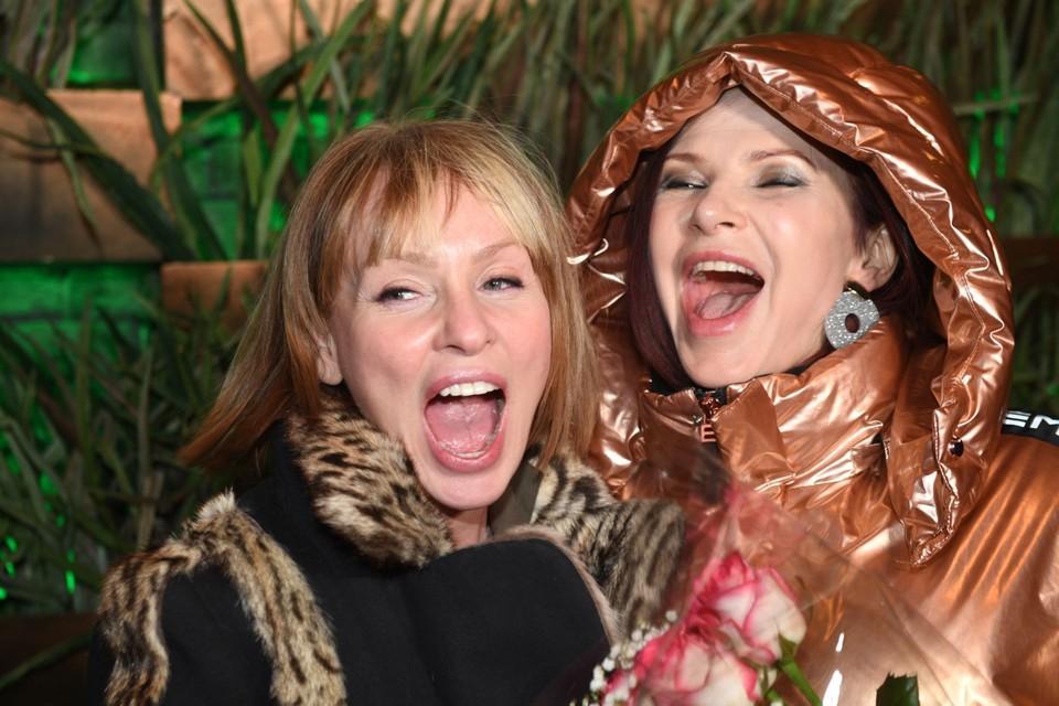 Подруги Жанна Эппле и Эвелина Бледанс светились счастьем и отличным настроением.