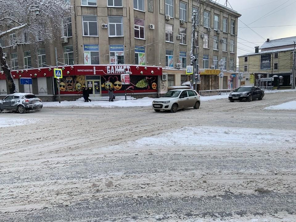 Симферопольские дороги от снега пока не расчищены