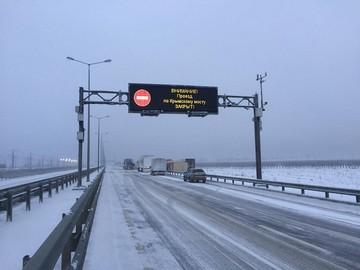Последствия снегопада в районе Крымского моста: из-за закрытых трасс скопились многокилометровые заторы