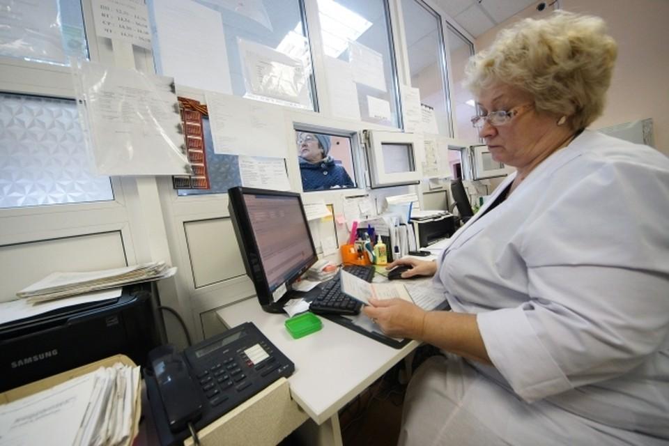 Медики объяснили, почему беременных омичек не принимают в перинатальном центре.