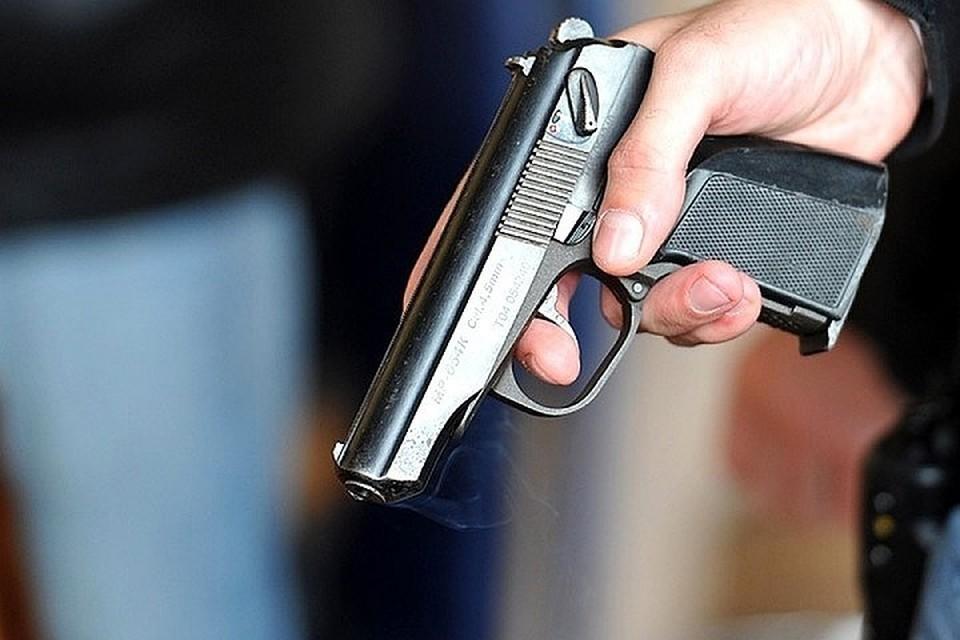 Злоумышленник достал пистолет во время дорожного конфликта, который произошел около торгового центра.