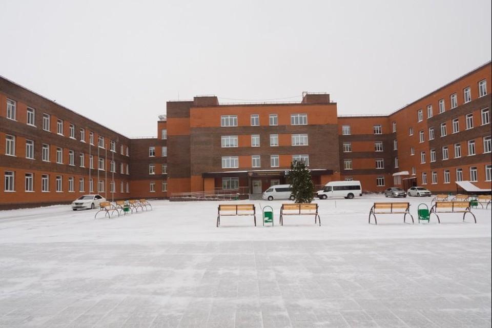 Новая школа получила высокую оценку губернатора. Фото: правительство Новосибирской области.