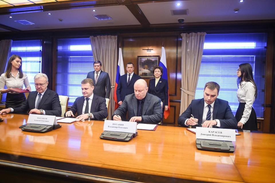 Подписание четырехстороннего договора о социально-экономическом развитии Норильска. Фото: пресс-служба компании «Норникель»