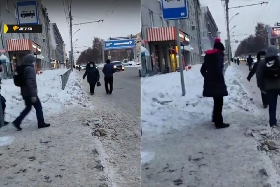 """В центре Новосибирска прохожим приходится обходить по проезжей части тротуар, заваленный снегом. Фото: Кадр из видео\""""АСТ-54"""""""