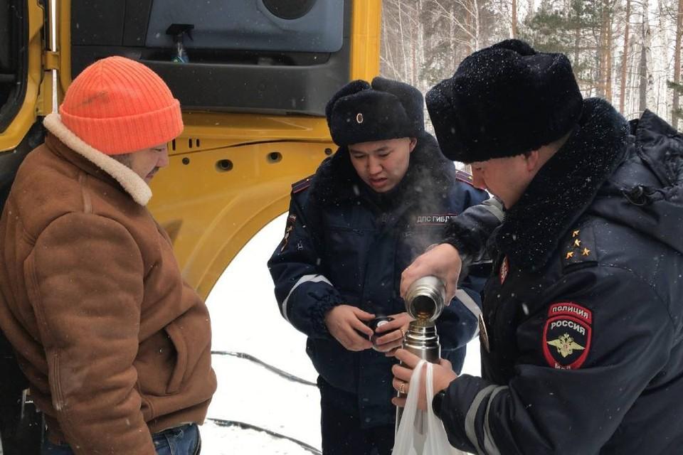 Водителя из Монголии, у которого по пути домой сломался грузовик, спасли в Зиминском районе