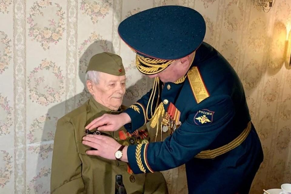 Ветеран совершил подвиг еще в 1945-м, но награда нашла его только сейчас. Фото: администрация Ростова-на-Дону