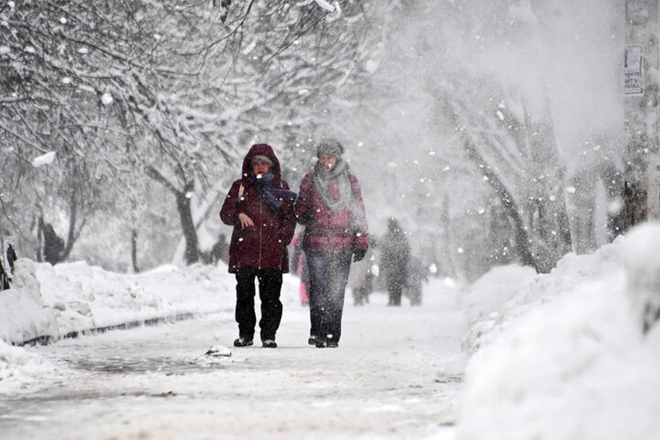 Брянской области с девяти часов вечера 23 февраля до девяти часов вечера 24 февраля синоптики прогнозируют снег и гололедицу.