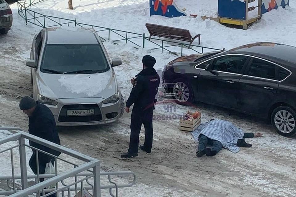 В Красноярске из окна 16-го этажа выпал мужчина. Фото: ЧП Красноярск