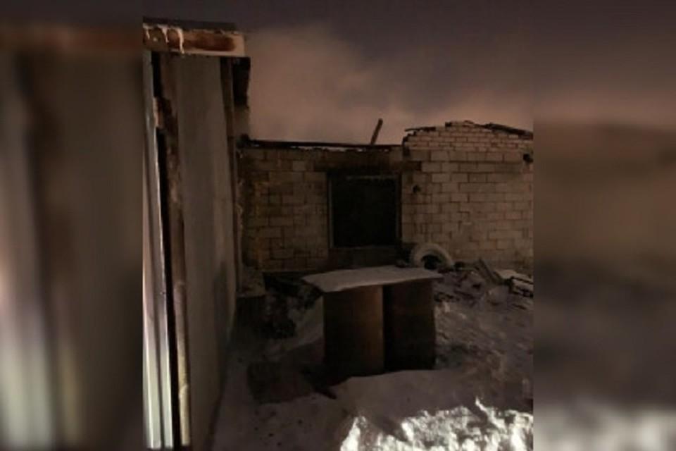 Предварительная причина пожара – нарушение правил эксплуатации печи обогрева.