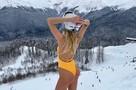 Полуобнаженные в снегу: девушки устроили пикантные фотосессии в горах Сочи