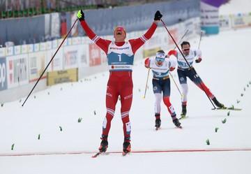 Большунов выиграл первое золото на чемпионате мира, обогнав пять норвежских лыжников на финише 30-километровой гонки
