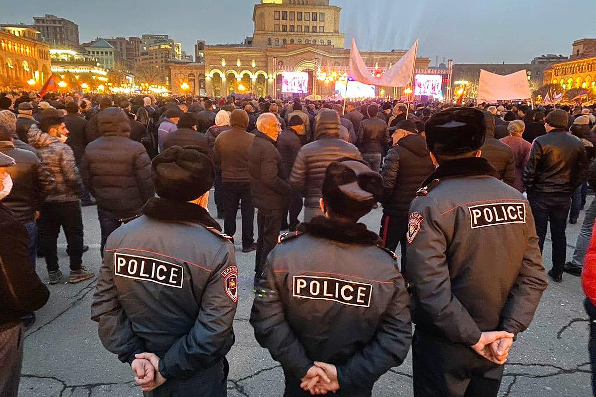 В Ереване прошли крупные митинги противников и сторонников Никола Пашиняна.