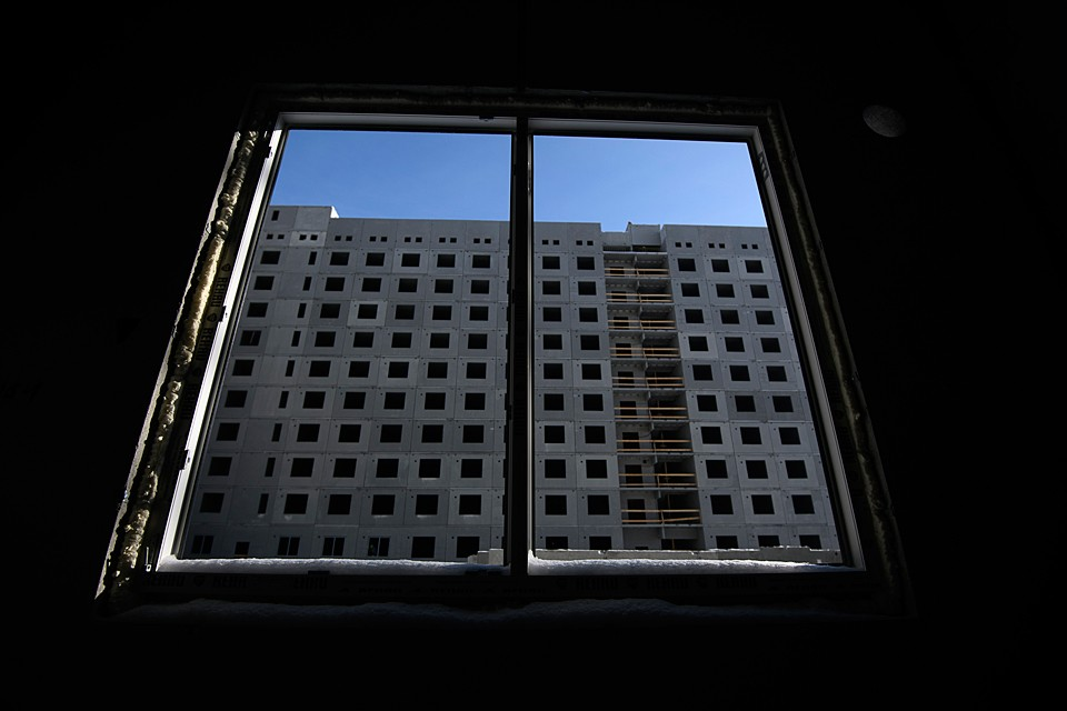 На скамье обвиняемых четверо членов банды, которые с 2007 по 2014 год кинули 445 жителей на 535 миллионов рублей