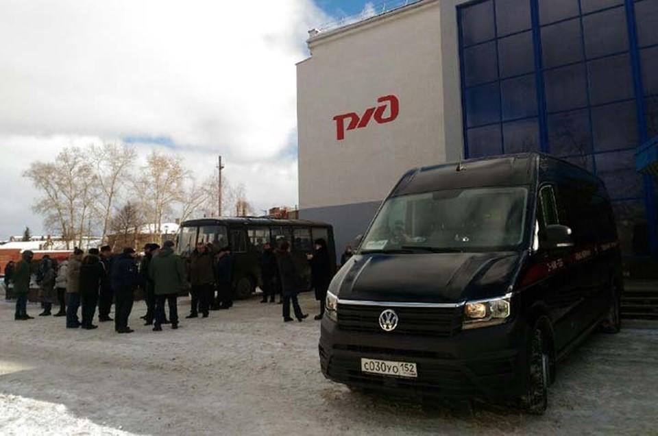 В Нижнем Новгороде простились с семьей, убитой садовником-гастарбайтером.