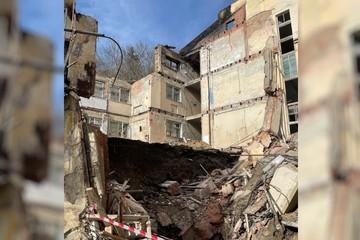В Кисловодске обрушилась стена здания санатория, погиб мужчина