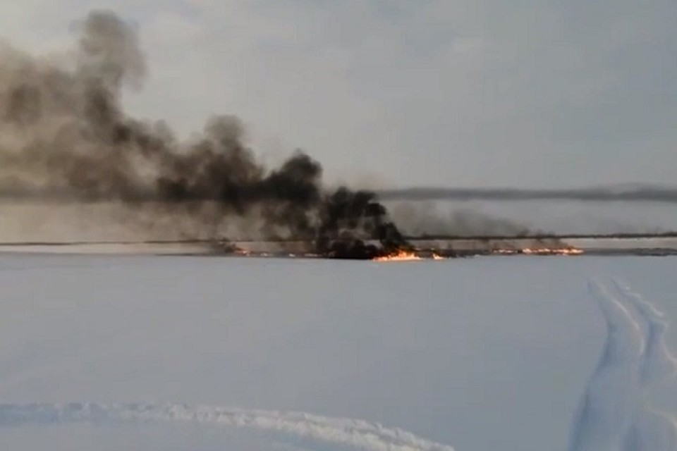 В Югре утилизируют углеводороды на месте порыва на реке Обь под Нижневартовском