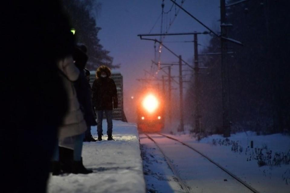 Поезд насмерть сбил 33-летнего мужчину в Новосибирской области.