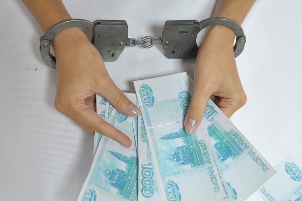 За двойную взятку осудят жительницу Удмуртии