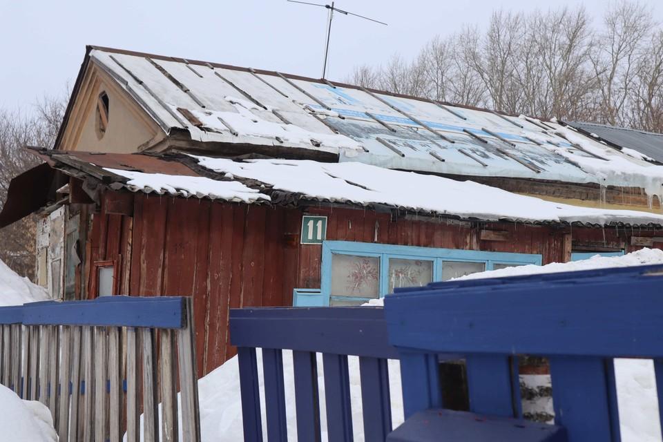 На многодетную семью из Кирова в любой момент может рухнуть крыша. Фото: onf.ru.