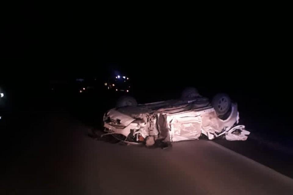 Легковушка врезалась в припаркованный грузовик. Фото: ОГИБДД ОМВД России по городу Миассу
