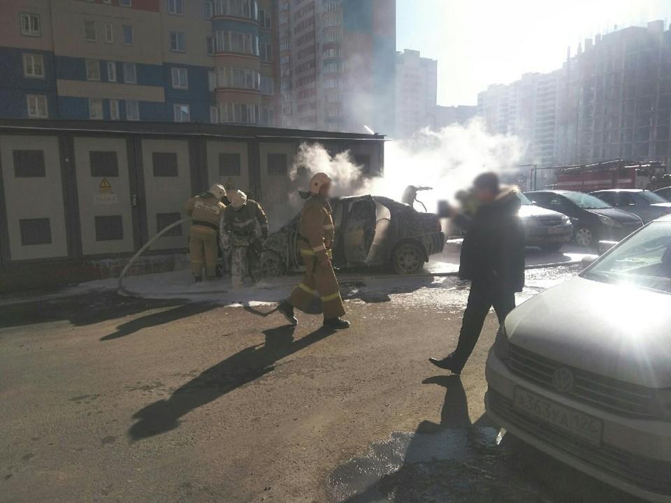 Огонь повредил в машине моторный отсек и салон