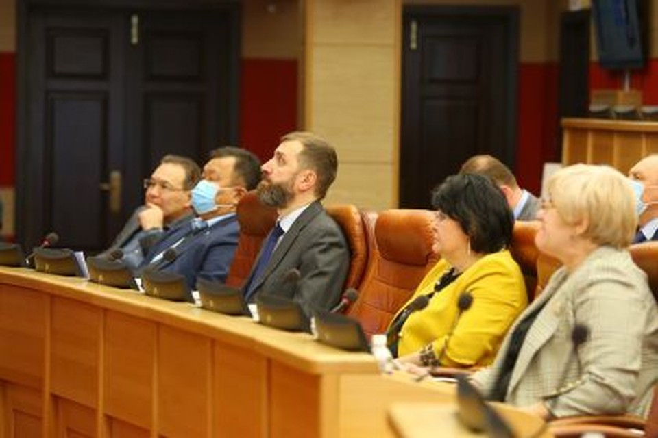 Депутаты ЗС: в рамках борьбы с коронавирусом необходимы дальнейшая цифровизация системы и усиление контроля за вернувшимися из-за границы.