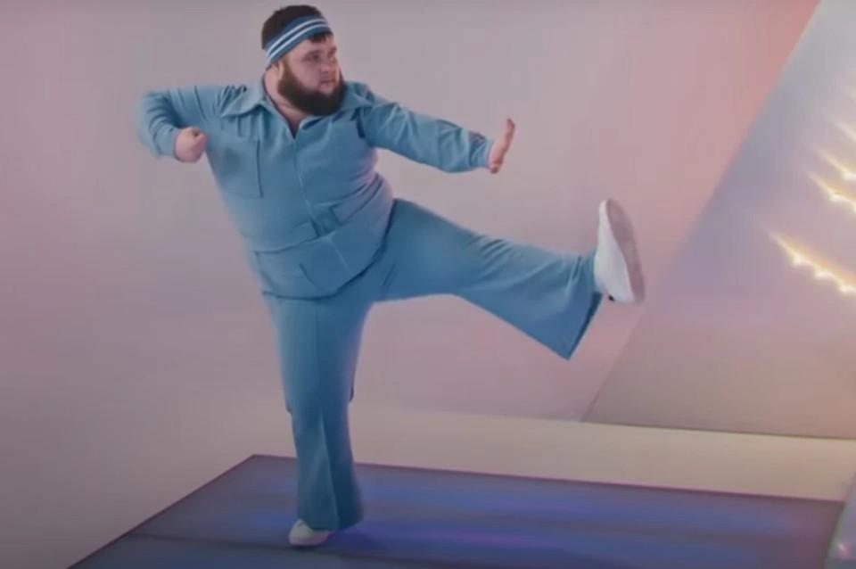 Скриншот клипа группы Little Big на песню UNO