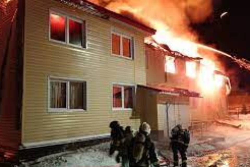 Из-за пожара 22 человека остались без крова. Фото: МЧС по Мурманской области