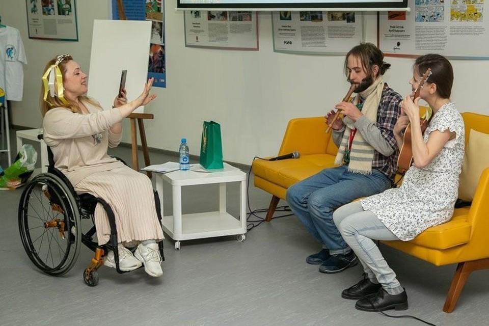 В театральной студии «Особенный тип» занимаются, в том числе, и люди с инвалидностью. Фото: «Ведомости Законодательного собрания Новосибирской области».