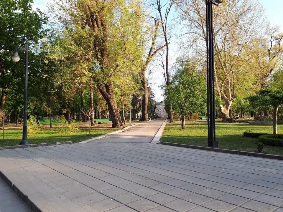 Как же прошлой весной было безлюдно в главном парке Кишинева!